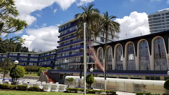 Hotel Quito : View of hotel from garden area