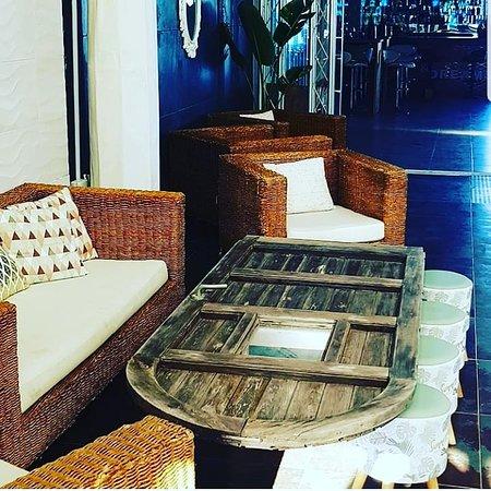 Pirata Beach Club Mojacar: ¿UNA PUERTA? NO, mesa original PIRATA