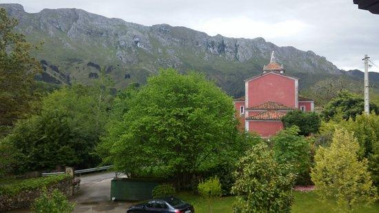 Hotel rural Arpa de Hierba: La iglesia de La Pereda