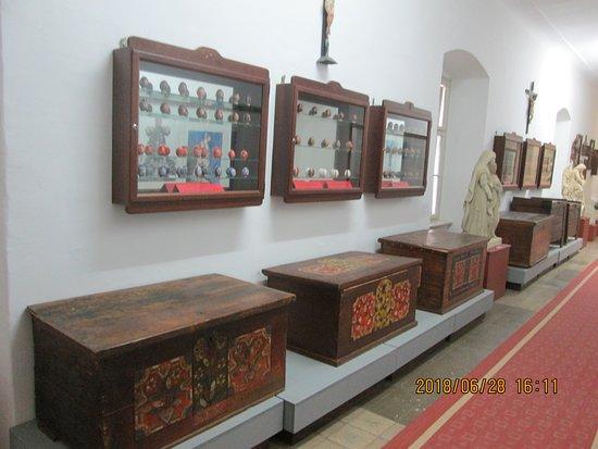Galerija-Muzej Lendava: folyosó--ládák...