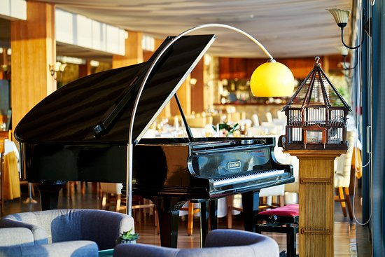 A Pastorinha: Piano in the restaurant