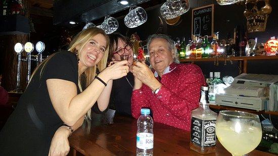 Skull Pub: CLIENTES GUAPOS