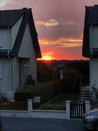 Fagnieres, France : Zonsondergang
