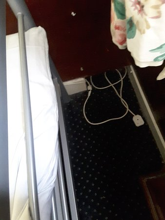 Albany Hotel: Trailing socket under bed.??