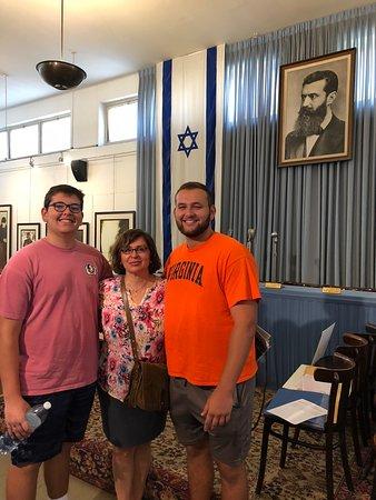 พิพิธภัณฑ์หอแห่งเสรีภาพ: Our family in front of the photo of Theodore Herzl in Independence Hall in Tel Aviv, Israel in J