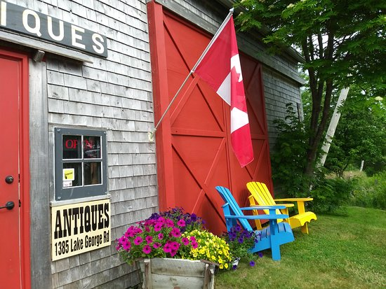 Yarmouth, Canada: The shop is located inside a renovated family barn; a modest exterior for the treasures inside.