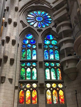 ForeverBarcelona: Beautiful windows in La Sagrada Familia