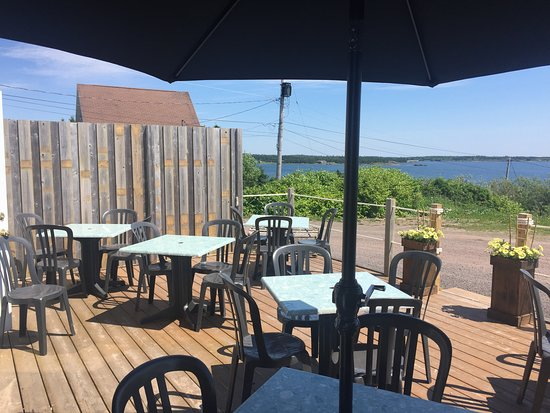 Arichat, Canada: Our newly renovated deck!