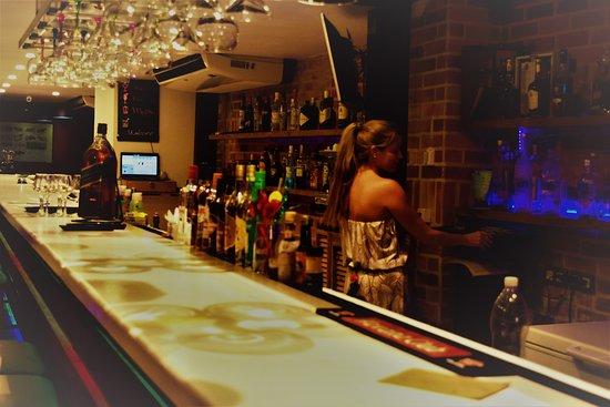 Elizalde Bar-Restaurante: Vista de la barra