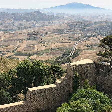 Castello di Lombardia: photo0.jpg