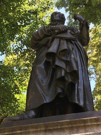 Denkmal fur Christoph Willibald Gluck