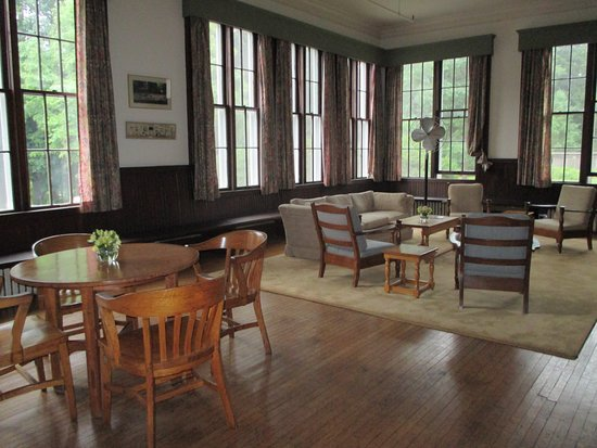 Oneida Community Mansion House: Part of the huge living room