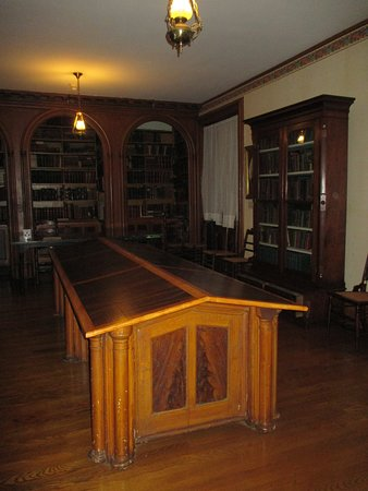 Oneida Community Mansion House: The original library from the Oneida Community days