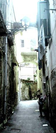Castel San Giorgio, Italië: Stretta di via D. Alfieri Castelluccio