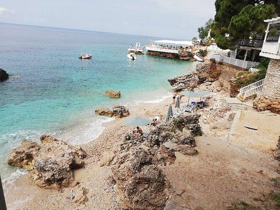 Dhermi Beach: Spiaggia e lungomare incantevole