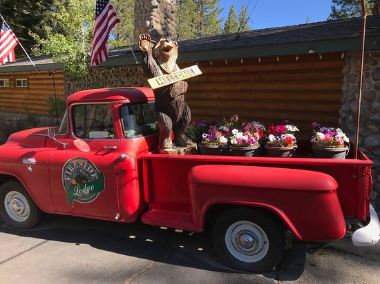 Fireside Lodge Bed and Breakfast: Look for the red truck!