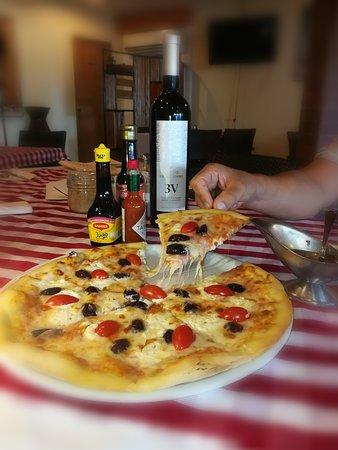 Pizzeria Luna Rossa: Me.ofrecio el Mesro Victor una excelnte pizza Griega deliciosa