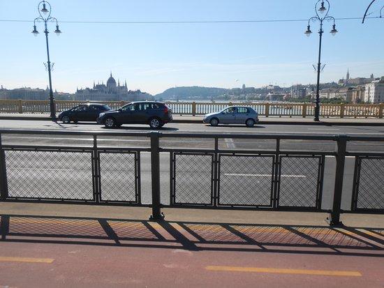 Margaret Bridge照片
