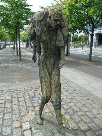 饥荒雕像照片