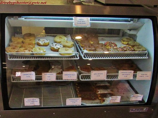 Daily Bread Bakery and Cafe: Daily Bread's Sweet Case in Hot Springs, So. Dak.