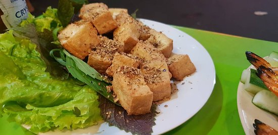Quan Nha La: Deep fried toufu with lemongrass