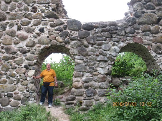 Helme, Estonie: You can get close to the ruins