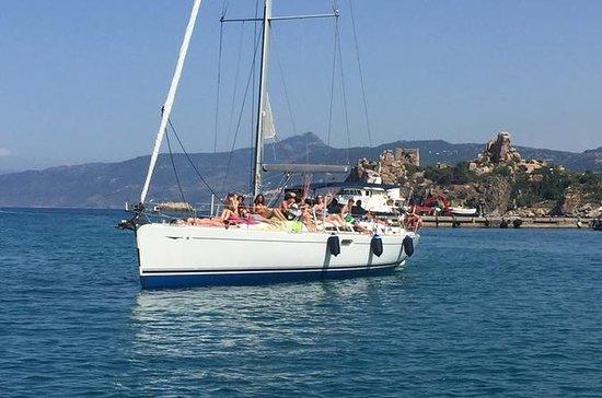 En dags seglingstur med lunch ingår