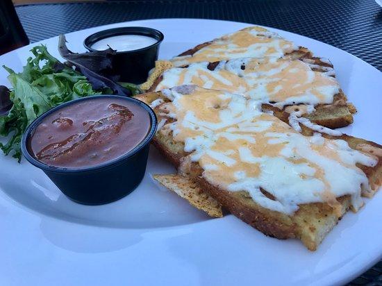Stickleback West Coast Eatery: Cheesy Canadian dish.....yummy!