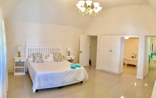 St Francis Bay Lodge: King Bedroom with 2 x En Suites