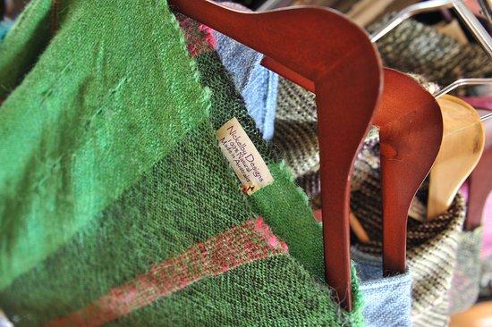 Darnum, Australien: Nickelby Designs hand woven scarf 100% Australian made
