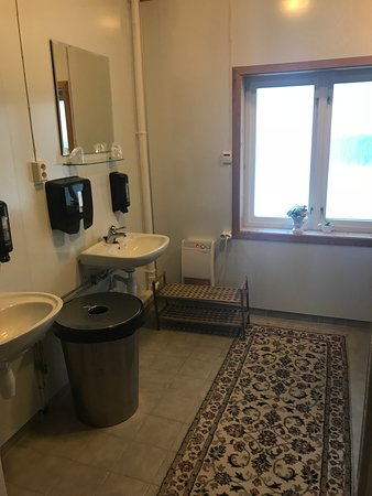 Eidfjord Gjestgiveri: et af fælles baderumene på Gjestgiveriet
