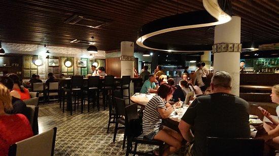 Cau Go Vietnamese Cuisine Restaurant: 欧米人、中国人だけでした。日本人はいませんでした。