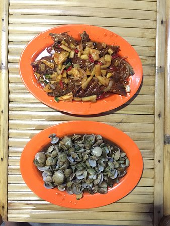 Kelong Elly Bintan Indonesia: the famous dishes, cockles akas Pepeh and fresh grouper with tomato sauce