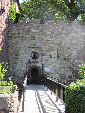 Hotel Burg Trendelburg: Eingang in den Burghof
