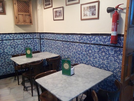 Los Coloniales: Indoor dining area