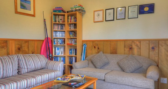 Endeavour Lodge: Library