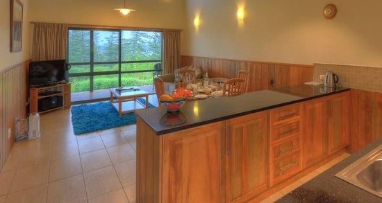 Endeavour Lodge: Lounge room