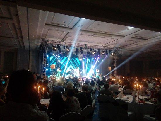 Sueno Beach Side: Выступление турецой поп-звезды