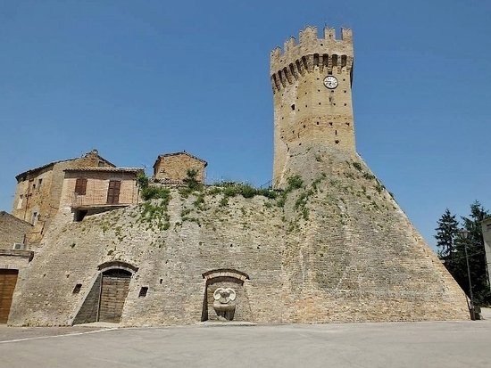 Montalto delle Marche, Italy: Torrione e fortificazioni