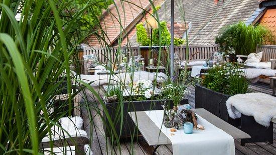 Kaupers Restaurant: Noras maritime Dekoration auf der Dachterrasse in Kaupers Kapellenhof- Teak Lounge