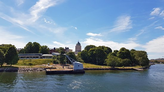 Royal Line: Suomenlinna - вдали церковь-маяк