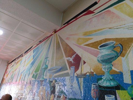 Buarcos, Portugal: La barra y el muro con su peculiar decorac.