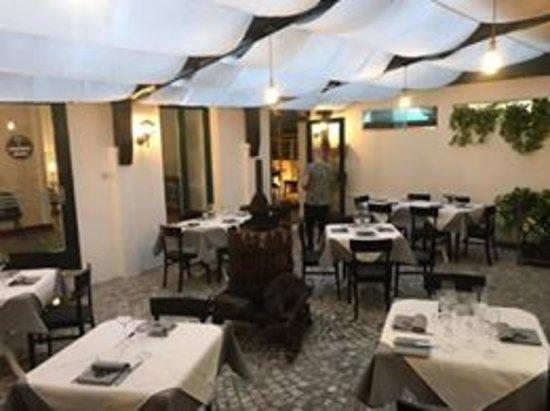 cantina con tavoli all\' interno per degustazioni - Picture of IL ...