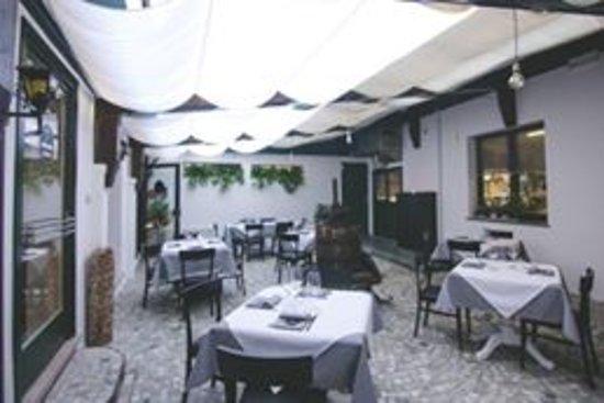 giardino estivo interno - Picture of IL Tinello - Cucina e Cantina ...