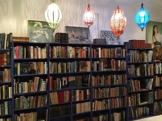 Hermanus, Sydafrika: Seeing books in a different light...