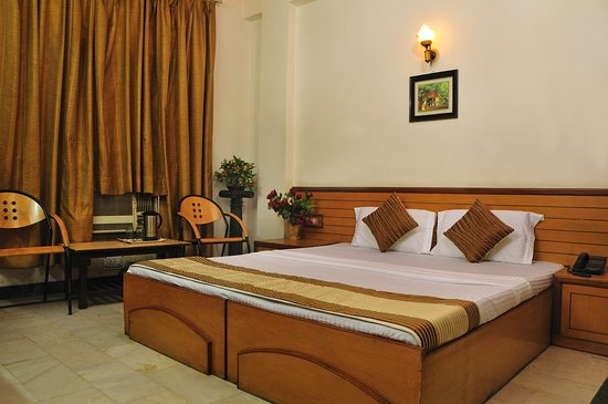 Hotel Star Paradise :  room with attach bath hot and cold water with shower, lcd tv with satelite channels, , wifi