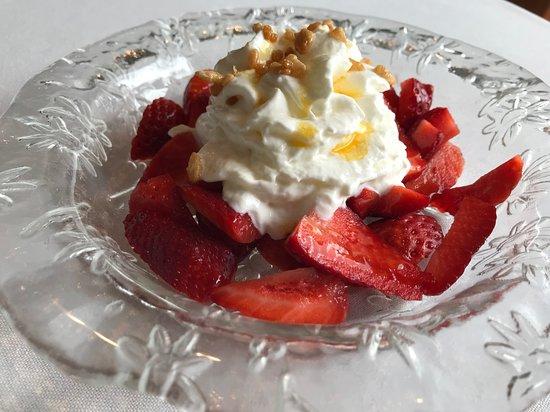 Bon Retorn: Fresas con espuma de yogurt y coulis de fruta de la pasión