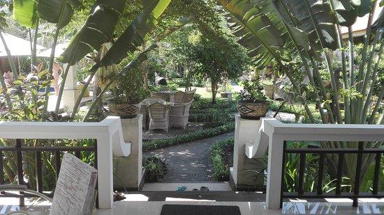 Kelapa Cottage: Garden