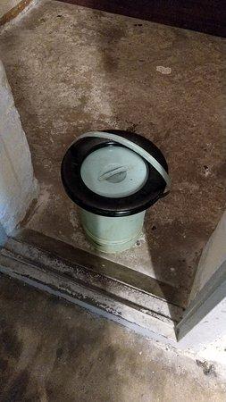 Berlin-Hohenschonhausen Memorial: The bucket for up to 8 prisoners