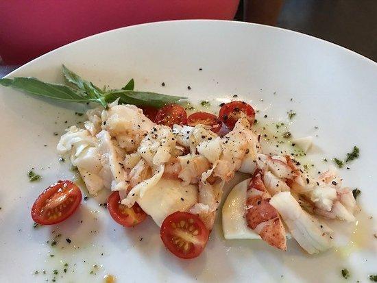 Chesapeake Inn Restaurant and Marina: Lobster Caprese Salad (fantastic)